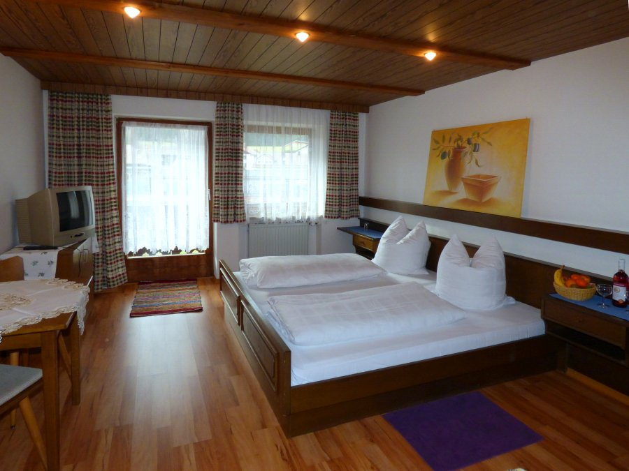 Wir Bieten Ihnen Zwei Gästehäuser Zur Auswahl. Zentral Im Bayerischen Wald  Im Landkreis Regen Gelegen Optimaler Ausgangspunkt Für Ihre Ausflüge.